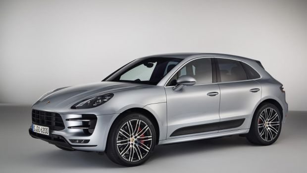 new porsche performance pack for the macan turbo oracle finance. Black Bedroom Furniture Sets. Home Design Ideas